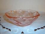 Jordbærfarvet glasskål