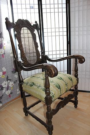 Egetræsstol med høj ryg